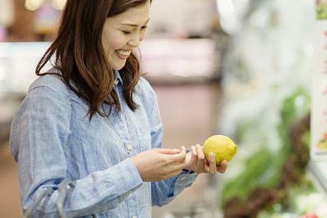lady with lemon